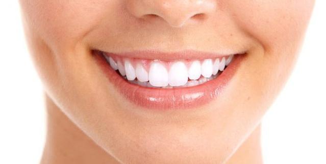 5 Bahan Alami Pemutih Gigi Yang Ampuh Bikin Senyum Kamu Kembali Bersinar