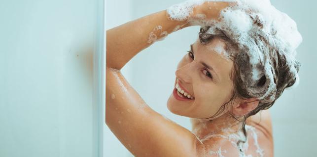 cara melembabkan rambut kering