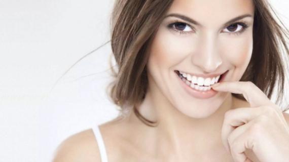 Cara Memutihkan Gigi dan Menghilangkan Bau Mulut