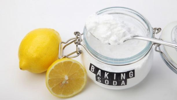 cara memutihkan gigi dengan baking powder