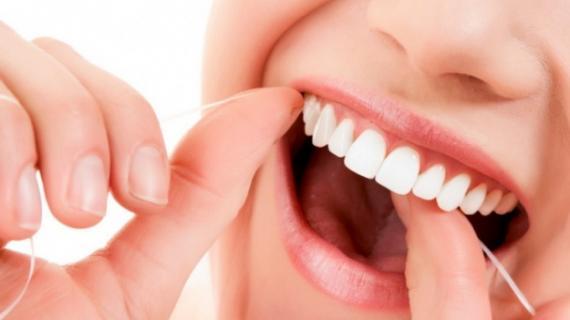 Apa Bisa? Cara Memutihkan Gigi dengan Daun Salam yang Cukup Efektif