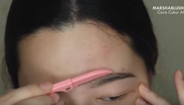 cara mencukur alis yang tebal