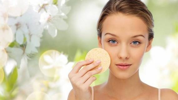 Tips dan Cara Menghilangkan Pori Pori Besar di Wajah dengan Makeup