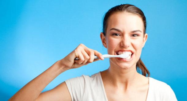 cara menjaga gigi tetap putih
