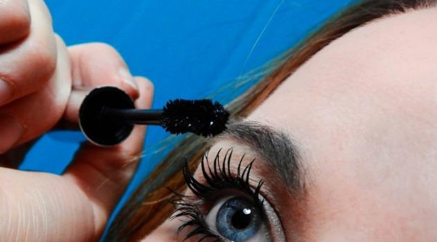 cara menumbuhkan bulu mata yang botak
