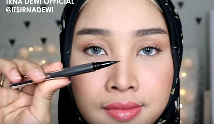 cara pakai eyeliner untuk pemula