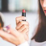 Rekomendasi Lipstik Untuk Bibir Kering Pecah Pecah