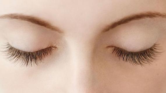 Manfaat Madu Untuk Bulu Mata yang Perlu Anda Ketahui