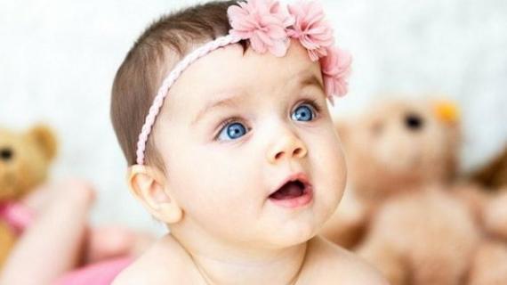 Melentikkan Bulu Mata Bayi