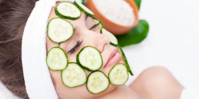 membuat masker wajah dengan bahan alami