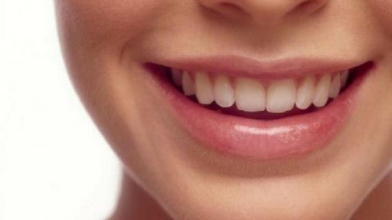 5 Pelembab Bibir yang Bagus untuk Bibir Kering dan Pecah Pecah