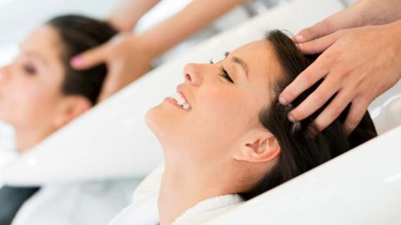 Kelebihan Anda Melakukan Perawatan Rambut Rontok di Salon