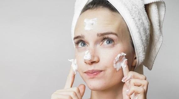 5 Rekomendasi Sabun Wajah Untuk Kulit Berminyak Dan Kusam