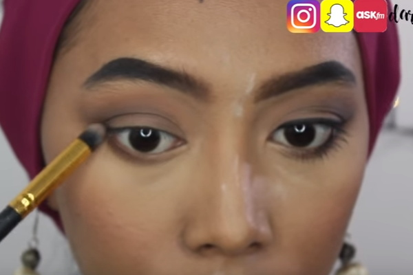 video cara memakai eye shadow